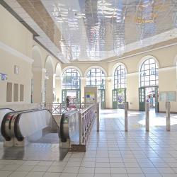 สถานีรถไฟโมนาสตีรากี