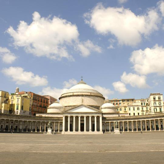พิซซ่าและกาแฟใน Naples