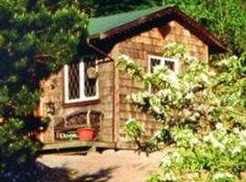 Alderwood Farm Cozy Cottage, Bowen Island
