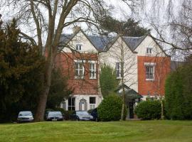 Coulsdon Manor 'A Bespoke Hotel', ครอยดอน
