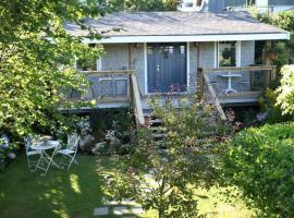 Garden Cottage B & B, Gibsons