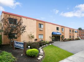 Travelodge Lakewood, Lakewood