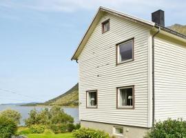 Three-Bedroom Holiday home in Laupstad, Laupstad