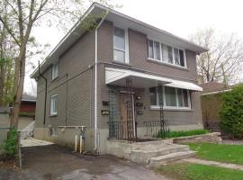 Adib Apartments - 840 Woodroffe Ave, Unit 4 (Basement), ออตตาวา