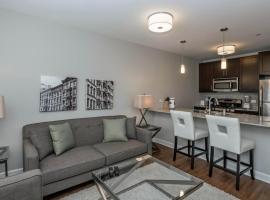 Suite Home Chicago - AMLI Evanston Three-Bedroom Apartment, South Evanston