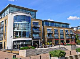 West London Riverside Apartment, ลอนดอน