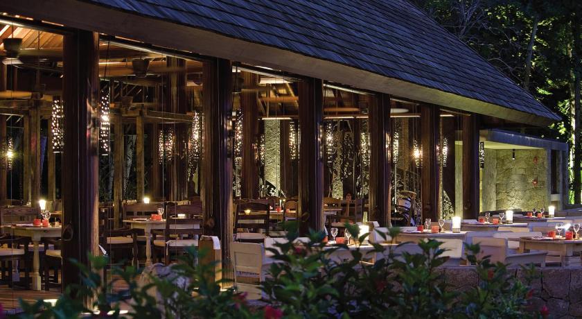 ресторан Four Seasons Resort Seychelles
