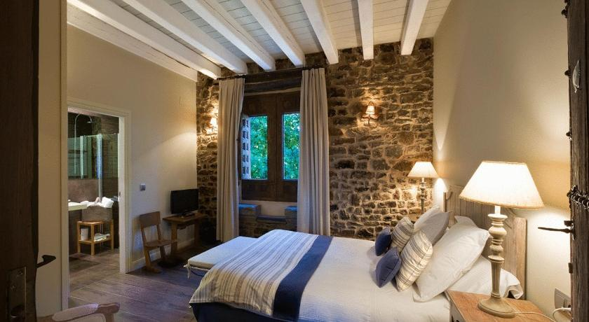 boutique hotels in almarza  15