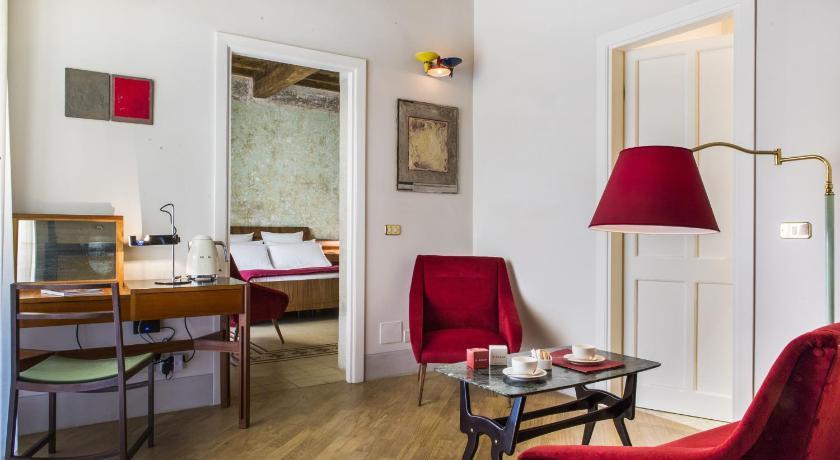 G Rough, un hôtel à la décoration design vintage. Sobre et élégant.