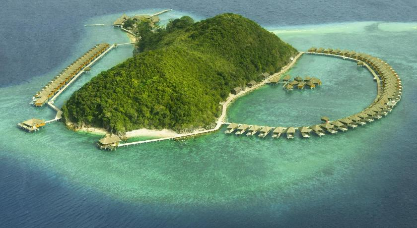 Huma Island Resort and Spa  5*