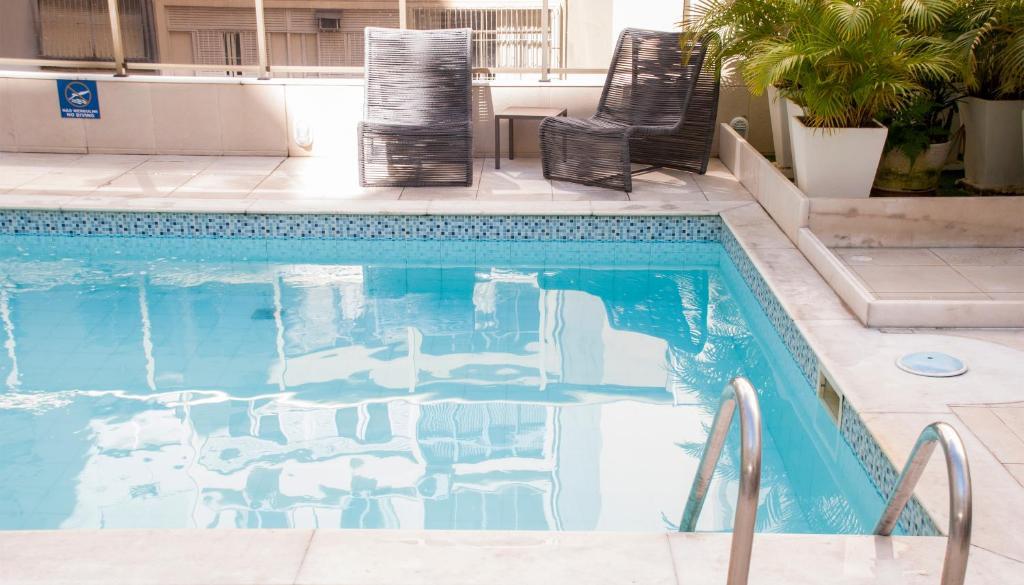 สระว่ายน้ำที่อยู่ใกล้ ๆ หรือใน Hotel Astoria Copacabana