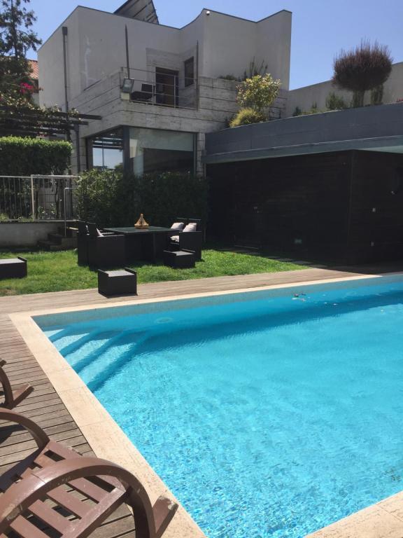 สระว่ายน้ำที่อยู่ใกล้ ๆ หรือใน Oporto Garden House - Annex bedroom