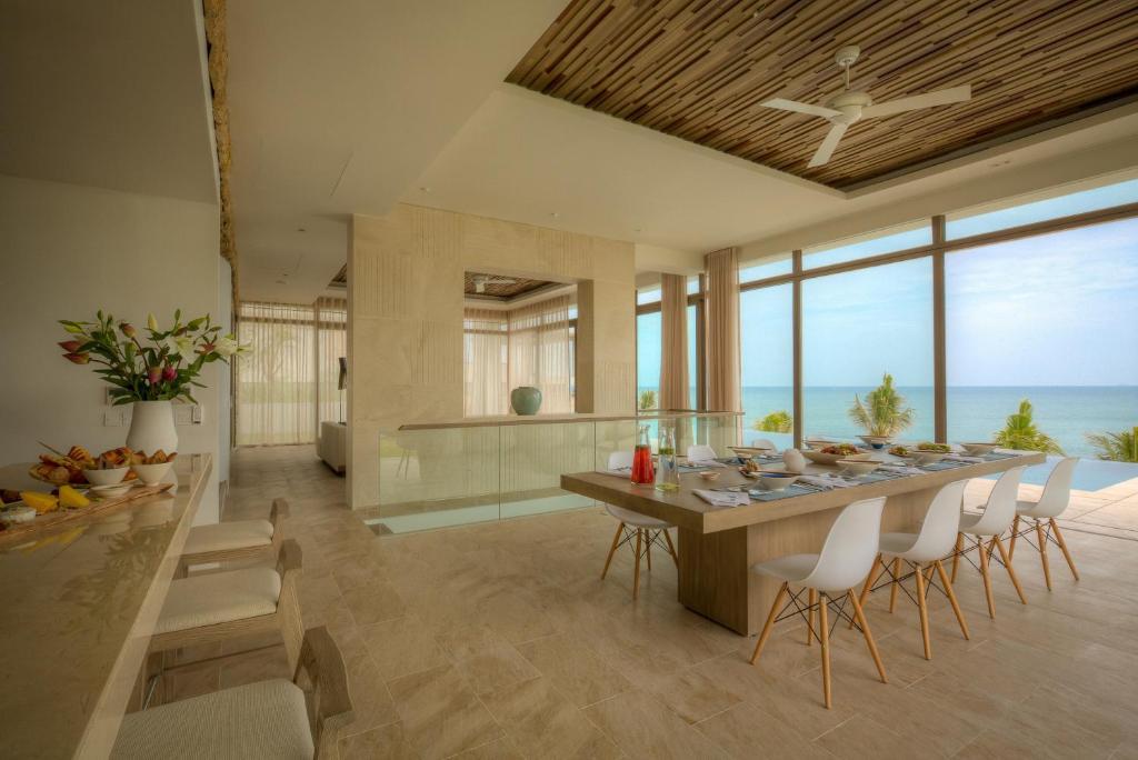 Biệt thự 5 Phòng ngủ nhìn ra Bãi biển