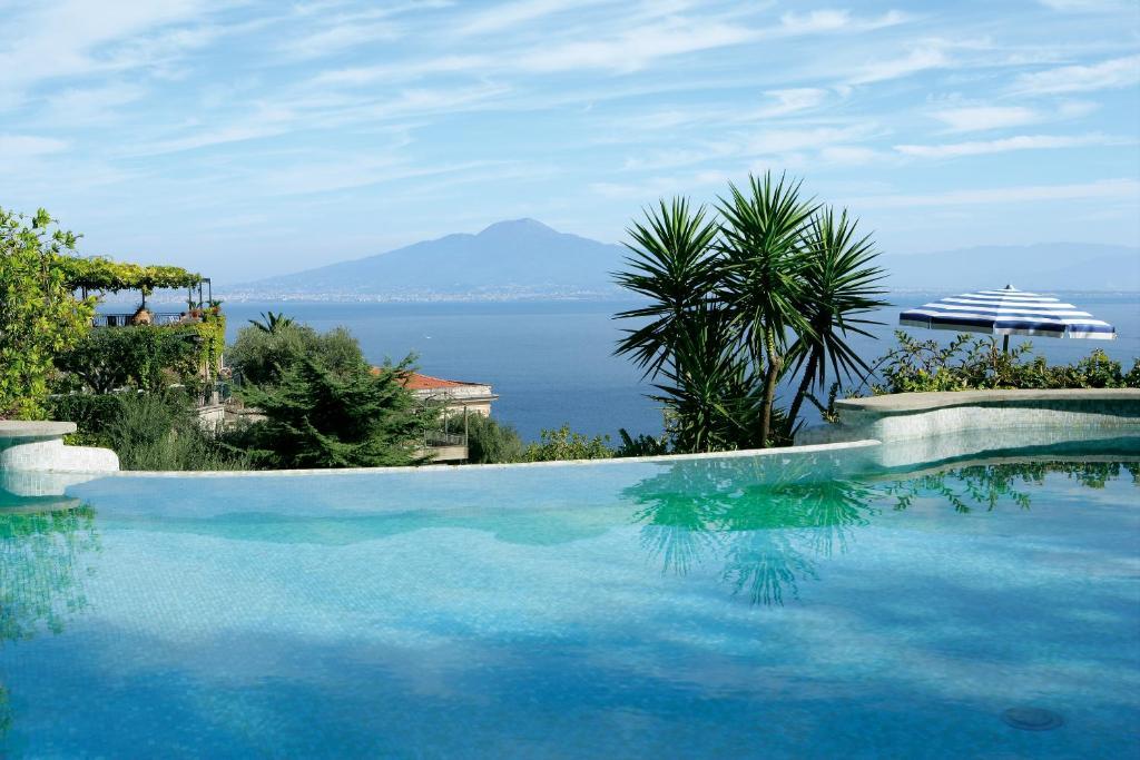 สระว่ายน้ำที่อยู่ใกล้ ๆ หรือใน Grand Hotel Capodimonte