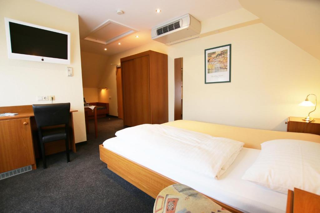 เตียงในห้องที่ Hotel Haffmans
