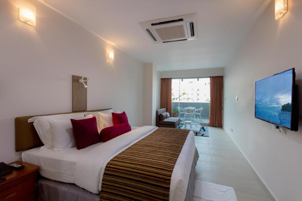 Novina hotel, male city accomodation