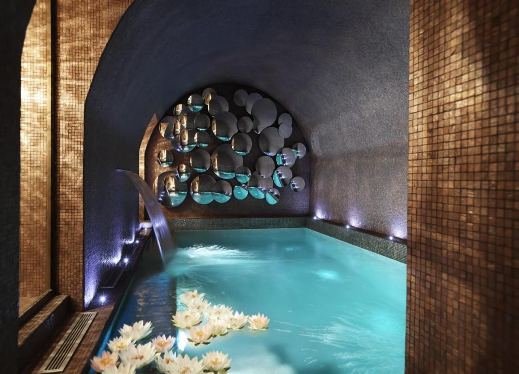 สระว่ายน้ำที่อยู่ใกล้ ๆ หรือใน La Maison Favart