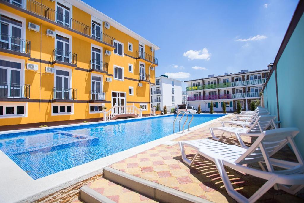 สระว่ายน้ำที่อยู่ใกล้ ๆ หรือใน Hotel Grand Agatia