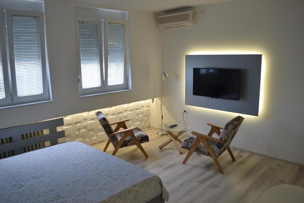 โทรทัศน์และ/หรือระบบความบันเทิงของ Lazarus Studio Apartment