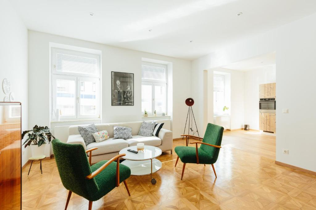 พื้นที่นั่งเล่นของ The newPAST Apartments
