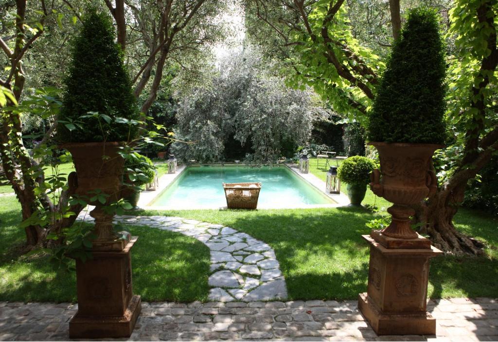 สระว่ายน้ำที่อยู่ใกล้ ๆ หรือใน Jardins Secrets