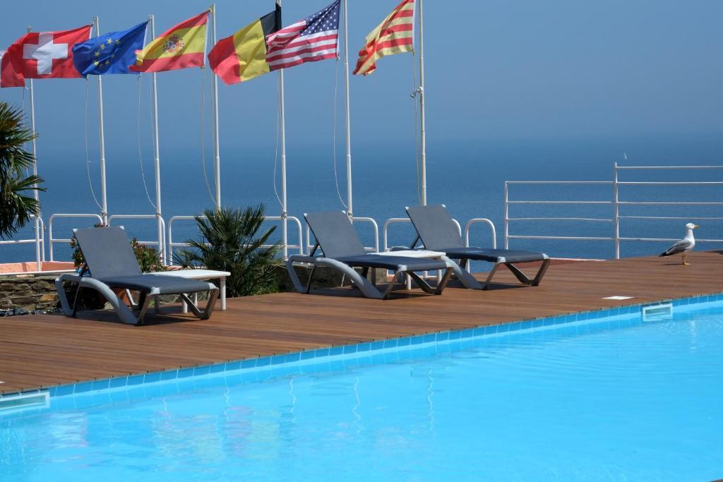 สระว่ายน้ำที่อยู่ใกล้ ๆ หรือใน Le Catalan
