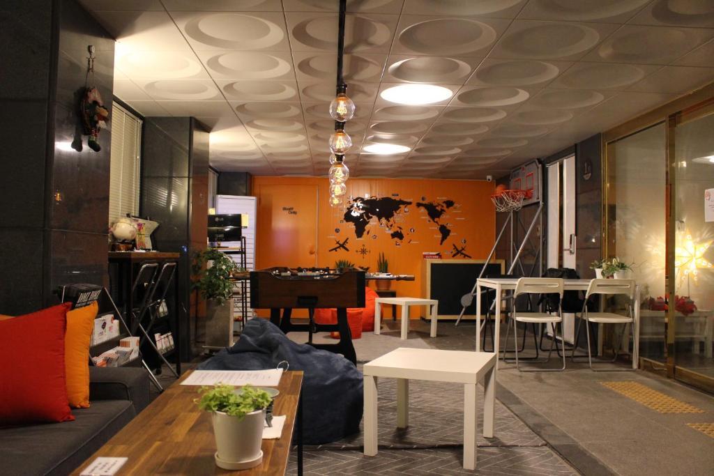 ห้องอาหารหรือที่รับประทานอาหารของ Bunk Guesthouse Hongdae2