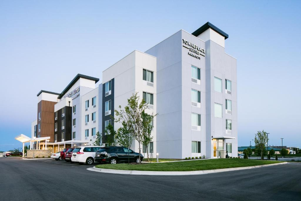 TownePlace Suites by Marriott Kansas City Airport.