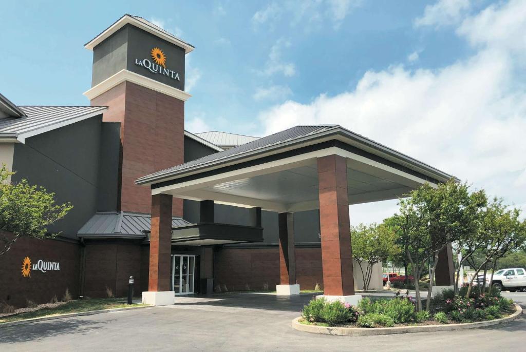 La Quinta by Wyndham Austin Airport.