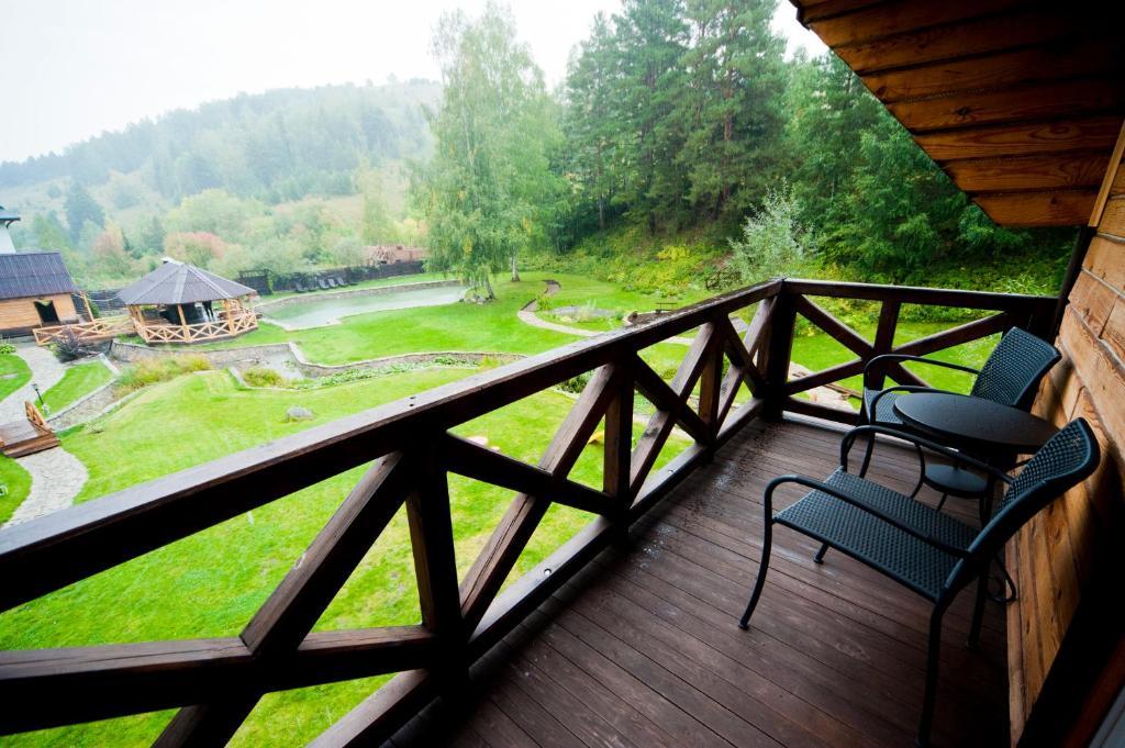 Балкон на даче и загородном доме - нужен ли?.