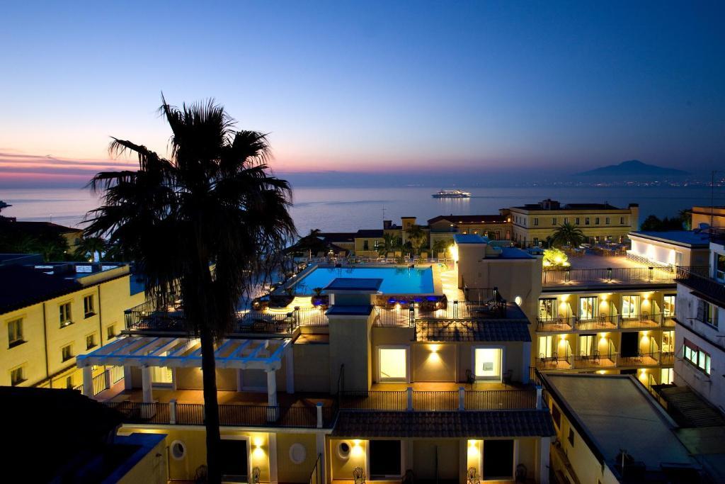 วิวสระว่ายน้ำที่ Grand Hotel La Favorita หรือบริเวณใกล้เคียง