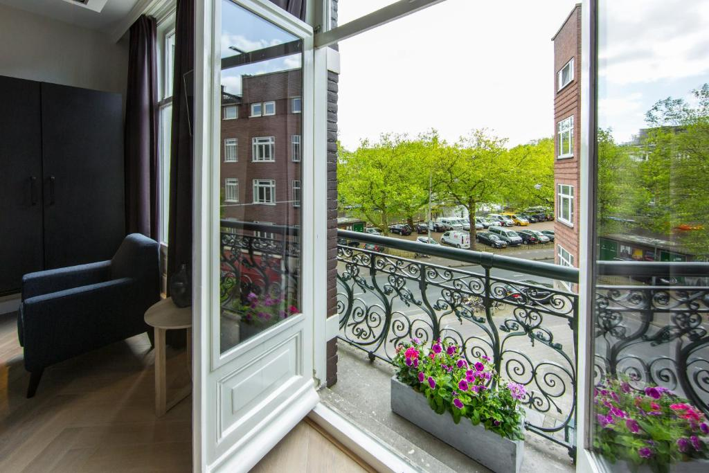 Contact & route boutique hotel no. 377 house amsterdam.