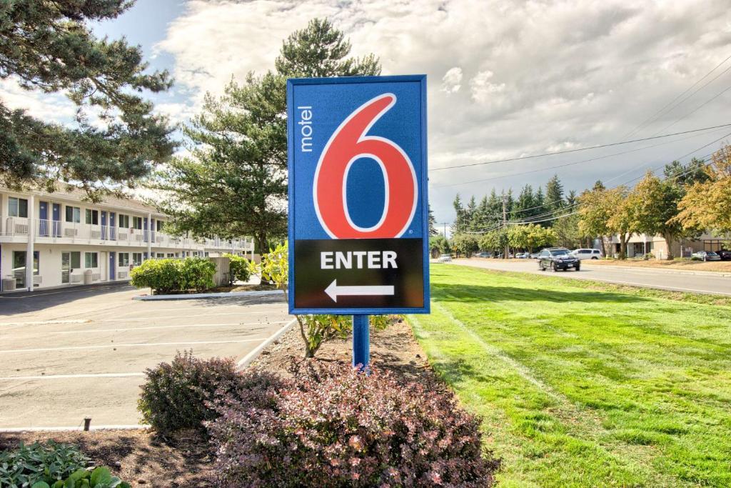 Motel 6 Everett North.
