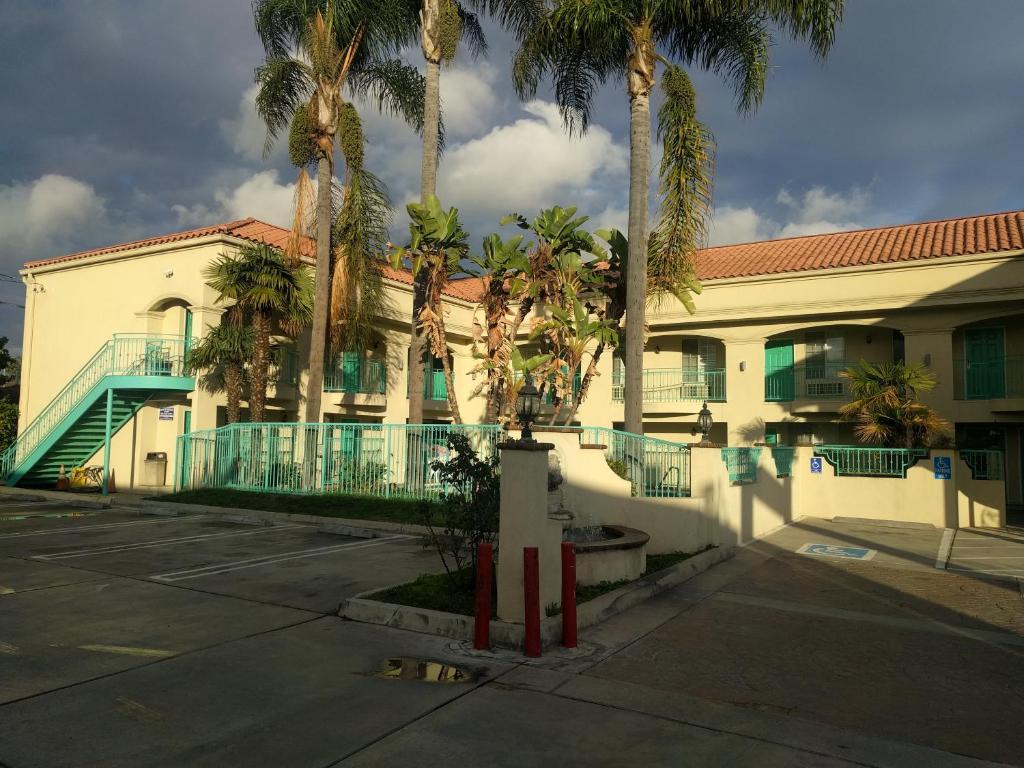 Tivoli Hotel.