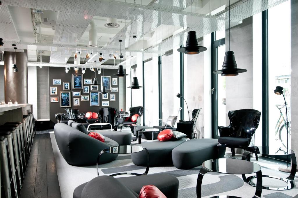 เลานจ์หรือบาร์ของ ONE80° Hostels Berlin