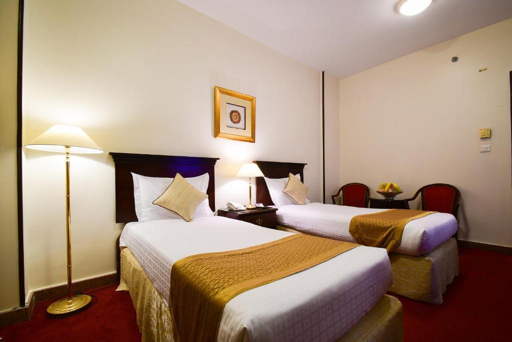 Tempat tidur dalam kamar di Al Ansar New Palace Hotel