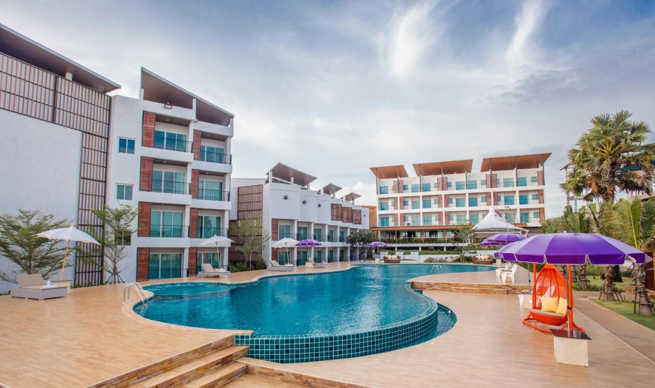 โรงแรม เซนต โทรเปซ บช รสอรท หาดเจาหลาว Bookingcom