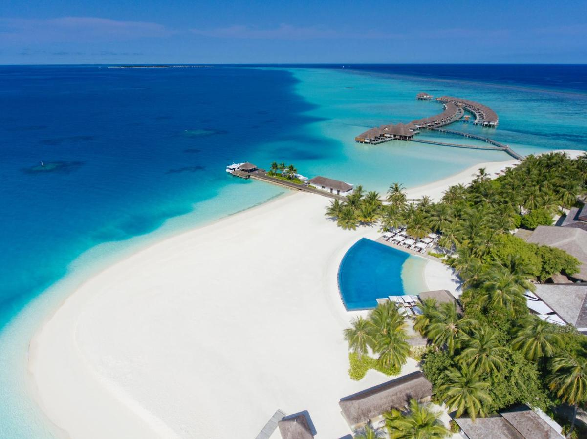 Experience world-class service at Velassaru Maldives