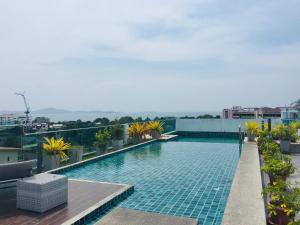 สระว่ายน้ำที่อยู่ใกล้ ๆ หรือใน Laguna Bay 1