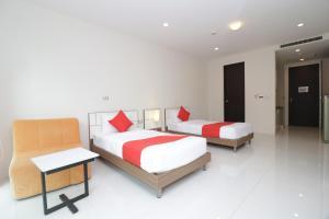 เตียงในห้องที่ OYO 142 Taipan Resort And Condominium