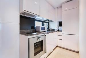 ครัวหรือมุมครัวของ Luxury 2br Business Suite