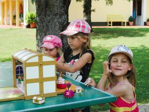 เด็ก ๆ ซึ่งเข้าพักที่ Ferienwohnungen Brezjak
