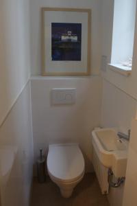 ห้องน้ำของ Moderne Stadtwohnung mit Balkon