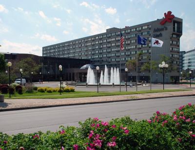 Adam's Mark Buffalo Niagara (亚当马克布法罗尼亚加拉大酒店)