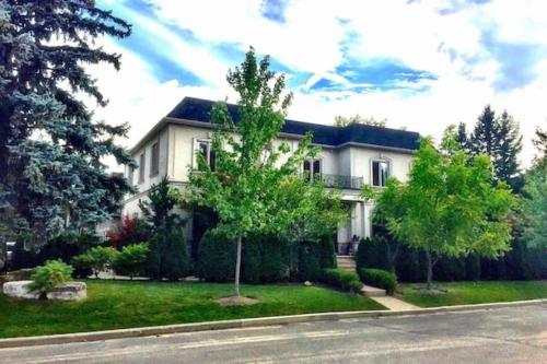 Clarkhill Luxury Home