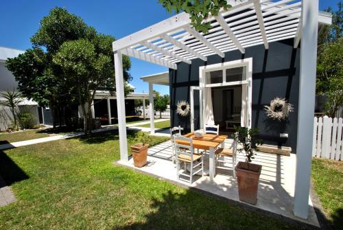Luxury garden cottage
