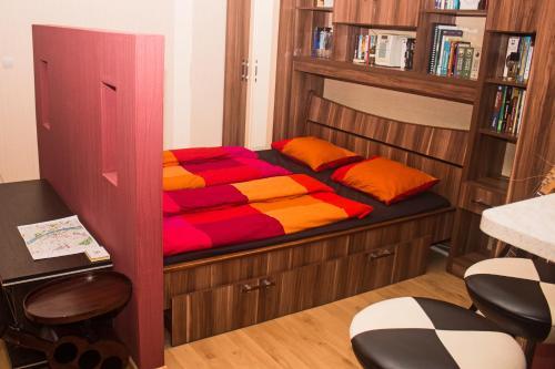 เตียงในห้องที่ Peaceful Apartment