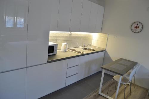 ครัวหรือมุมครัวของ Lazarus Studio Apartment
