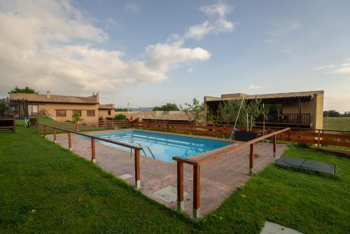 สระว่ายน้ำที่อยู่ใกล้ ๆ หรือใน Alcabala del Viento