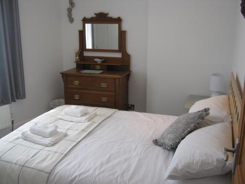 เตียงในห้องที่ Drovers Cottage